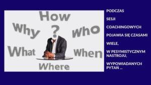 Zdjęcie przedstawia człowieka z którego wypływa wiele pytań
